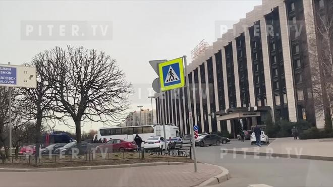 """Напавшего с ножом на отца и сына у гостиницы """"Пулковская"""" мужчину поймали в Карелии"""
