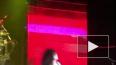 На шоу двойников группы KISS во время выступления ...