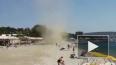 Смерч на пляже в Геленджике снес отдыхающих