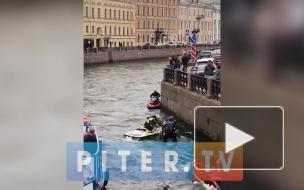 В Мойке утонул гидроцикл, водителя вытащили из воды друзья