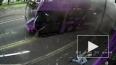 Чудесное видео из Англии: Мужчину сбил автобус, он ...