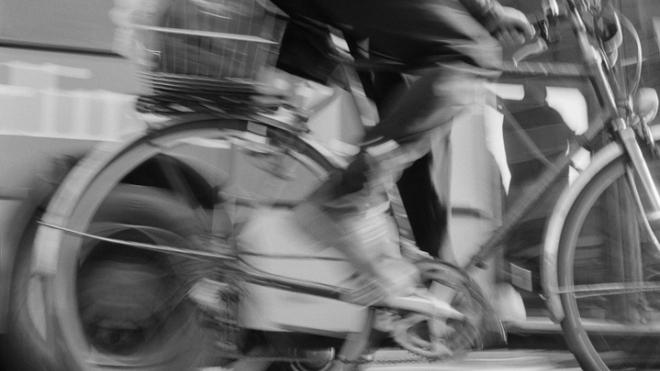 В Петергофе тяжелый автобус сбил 12-летнего велосипедиста