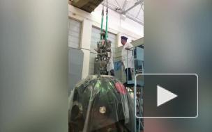 """Видео: робота """"Федора"""" извлекли из космического корабля"""
