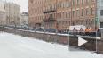 Видео: работники администрации района убирают наледь ...