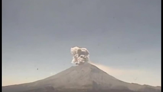 Видео из Мексики: Недалеко от Мехико ожил вулкан Попокатепетль