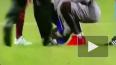 Фанат Месси прорвался на поле во время матча и поцеловал ...