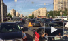 На проспекте Славы вместо светофора движение регулирует водитель трамвая