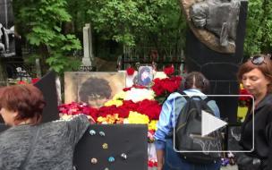 На Богословском кладбище проходит концерт памяти Цоя