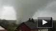 Очевидец снял на видео мощный торнадо в немецком Ахен, к...
