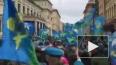 Видео: мирные петербургские десантники прошли от Дворцов...