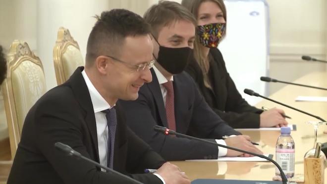 """Глава МИД Венгрии рассчитывает договориться с главой """"Газпрома"""" по поставкам газа в страну"""