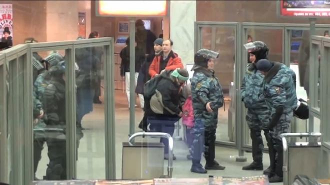 ОМОН на Невском. Милиция готова пресечь акции националистов
