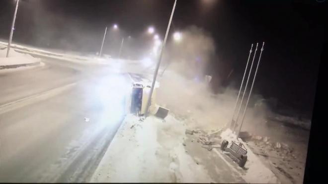 Камера видео наблюдение сняла момент ДТП в Новокузнецке