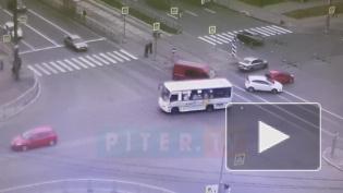 Во Фрунзенскомрайоне произошло сразу два ДТП: собирается пробка