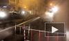 Рабочие меняют лопнувшую трубу в Адмиралтейском районе