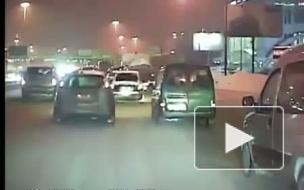 Прыжки через сугробы на машине