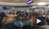 """Видео: на """"Чкаловской"""" из-за ремонтаэскалаторов образовалась """"пробка"""" из пассажиров"""
