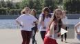 Пластичные девчонки зажгли на танцевальном флешмобе