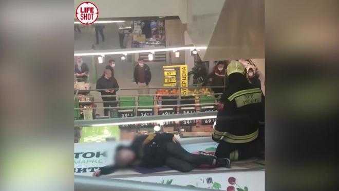 Подросток упал с эскалатора в ТЦ в Твери