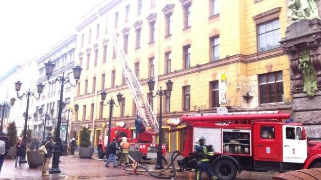 В Петербурге на Невском горит Театр комедии им. Акимова. Эвакуированы 25 человек