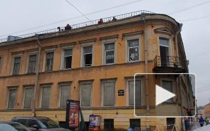 Заброшенный особняк Нарышкиной на Моховой начали консервировать: взгляд Piter.TV