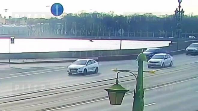 У Летнего сада в Неве утонул мужчина: видео