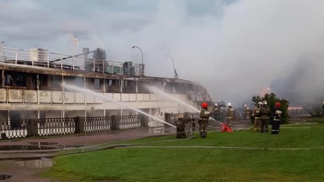 Появилось видео с места пожара на теплоходе в Выборге