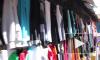 В Апраксином дворе СОБР отбирает у продавца нелегальные шубы