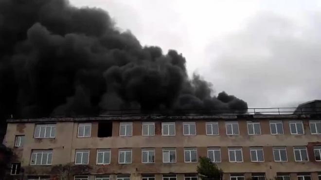 Появилось видео сильного пожара в цехе Кировского завода