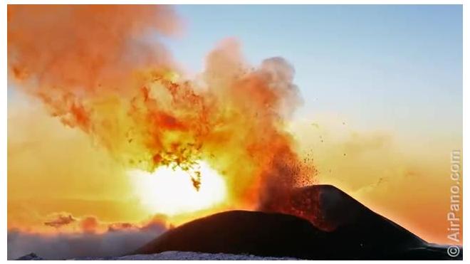 Экстремалы сняли на фото и видео извержение Плоского Толбачика