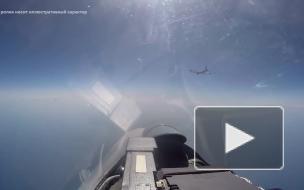Российский Су-27 перехватил два американских самолета над Черным морем
