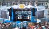 На Дворцовой площади гостей праздника ВМФ развлекали видеоэкскурсией, музыкой и танцами