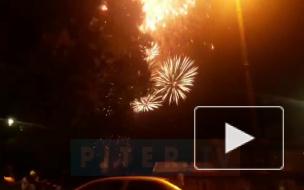 Видео: в Петербурге прогремел салют в честь Дня флага России