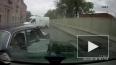 """Видео: """"Волга"""" вылетела на встречку и атаковала джип"""