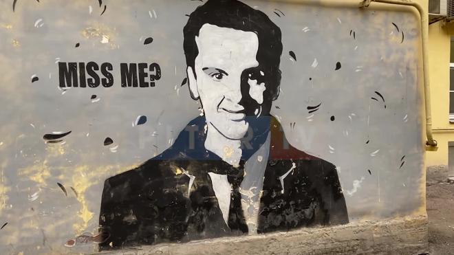 В центре Петербурга появилось граффити с изображением Мориарти