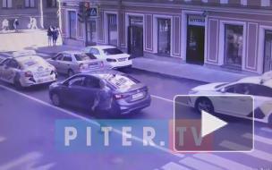 На Гороховой неадекватный мужчина напал на водителя
