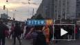 """Видео: у метро """"Приморская"""" проходит пикет в поддержку ..."""
