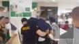 Видео: На Филиппинах вооруженный мужчина взял в заложники ...