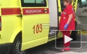 В Лазаревском под Сочи машина наехала на остановку с людьми, погибли женщина и ребенок