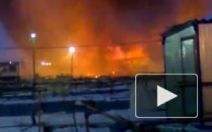 В Екатеринбурге продолжают тушить пожар в торговых рядах