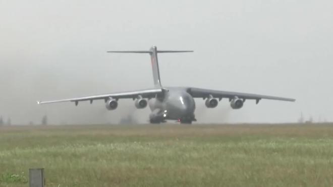 Китайские военные прилетели на парад Победы в Москву на новом самолете
