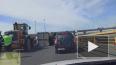 На развязке КАД и Пулковского шоссе опрокинулся мусоровоз ...