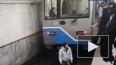 В Москве машинист метро спас упавшего на рельсы пассажир...