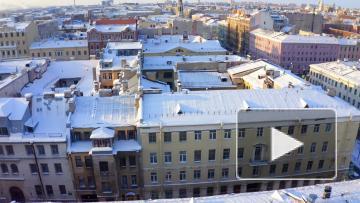 Видео: крыши Петербурга завалило снегом, коммунальщики не справляются
