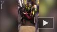 В Англии пассажиру поезда во время задержания выбили ...