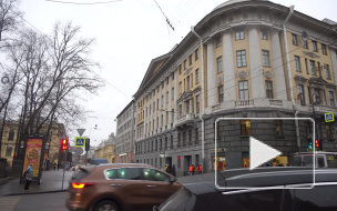 Жительница Петроградки пожаловалась на отсутствие ремонта балконов в бывшем доходном доме