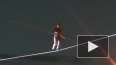 Канатоходец прошел на высоте 40 метров над Невой