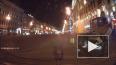 На Невском проспекте автомобиль врезался в мусорные ...