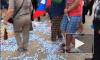 В Донецке в День защиты детей топтали конфеты с криками «Порошенко — фашист!»