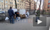 Видео: петербуржцы не успели набрать бесплатного антисептика на Бумажной